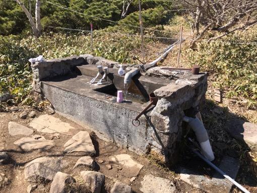 五葉山山頂手前の水場